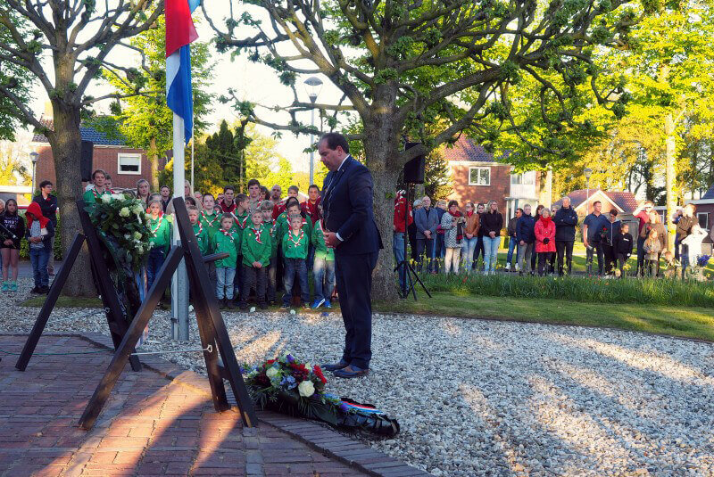Indrukwekkende herdenking oorlogsslachtoffers Vries
