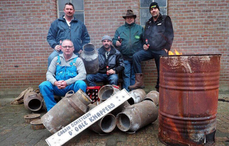 Vriezer carbidschietclub D'Oale Knappers bergt na 25 jaar de melkbussen definitief op