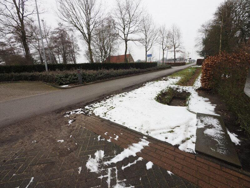 Frustraties over auto's en bestelbussen die fietspad nemen bij Tynaarlosestraat