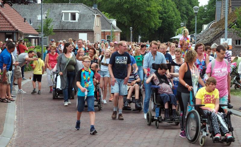 Veertiende Avondvierdaagse in Vries van start
