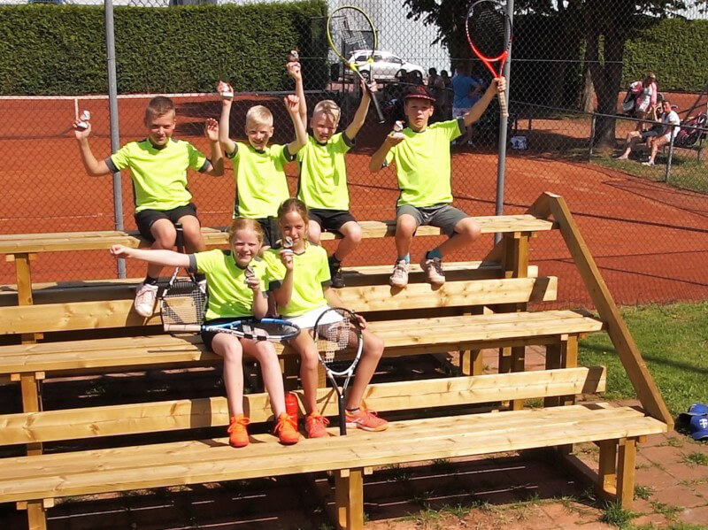 Jeugdteam tennisvereniging Are You Ready uit Vries kampioen