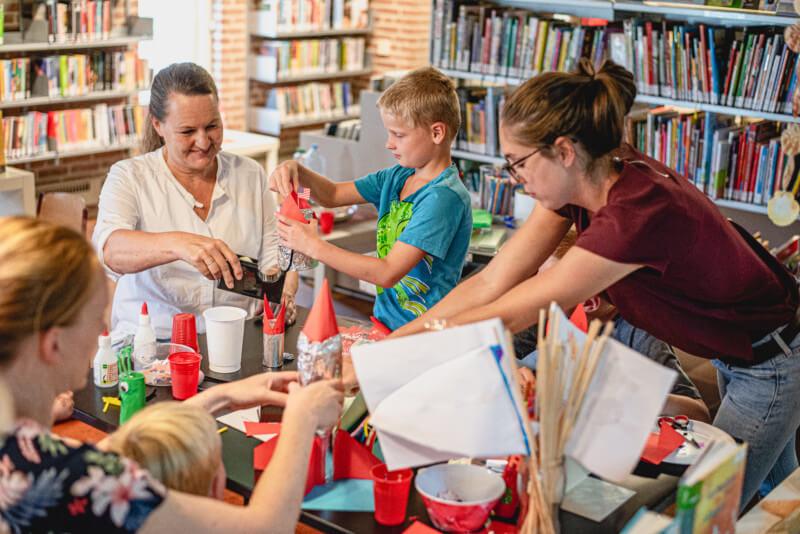 Kinderen maken ruimtevaartreis in Bibliotheek Zuidlaren