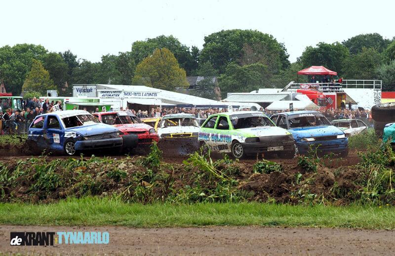 Spanning en spektakel op de autocross in Eelde