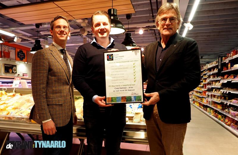 Coop Koetsier neemt Super Supermarkt Keurmerk in ontvangst