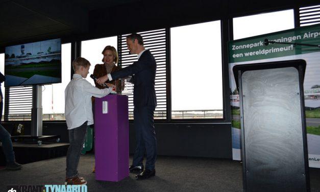 Minister Cora van Nieuwenhuizen opent uniek zonnepark Groningen Airport Eelde