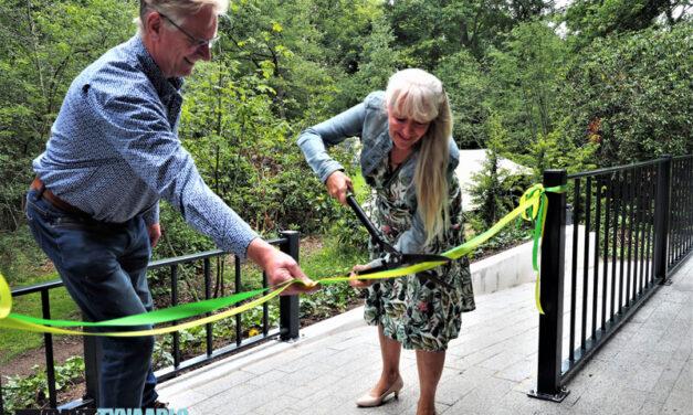 Wethouder Wiersema opent energieneutraal toiletgebouw De Mierenhoop
