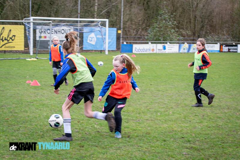 Girls only voetbaltraining