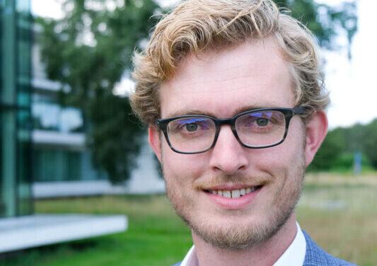 Peter Koekoek: van dozenvouwer tot gemeentesecretaris van Tynaarlo